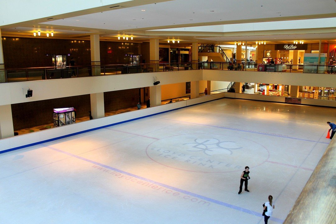 Portland in the winter, Portland Oregon Ice Skating - Lloyd Center Ice Rink