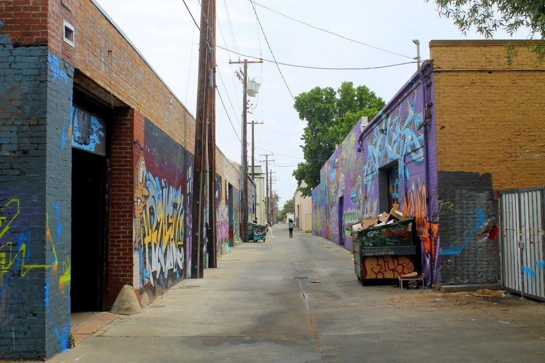 fun things to do in Sacramento for couples - street art and murals