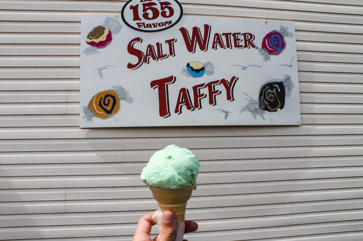 Ice cream in Florence - Oregon coast road trip itinerary - USA travel