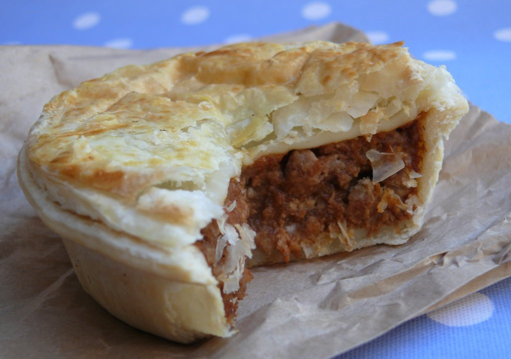 Best things to eat in New Zealand - Meat Pie