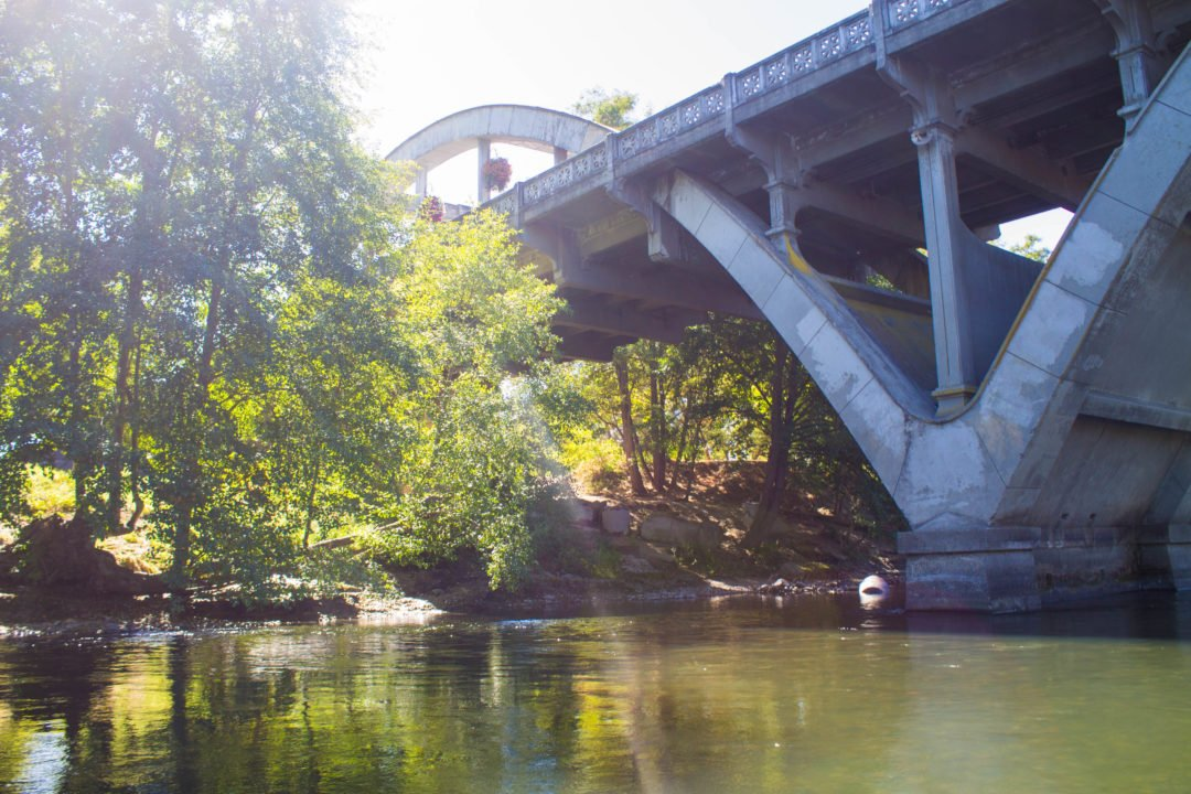 Paddled Pub Tour in the city of Grants Pass, Southern Oregon