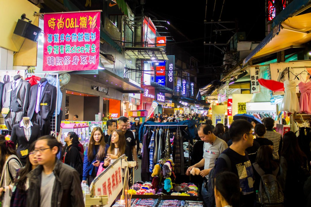 What is the main Hong Kong language?