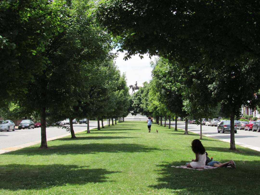what to do in richmond - stroll down monument avenue
