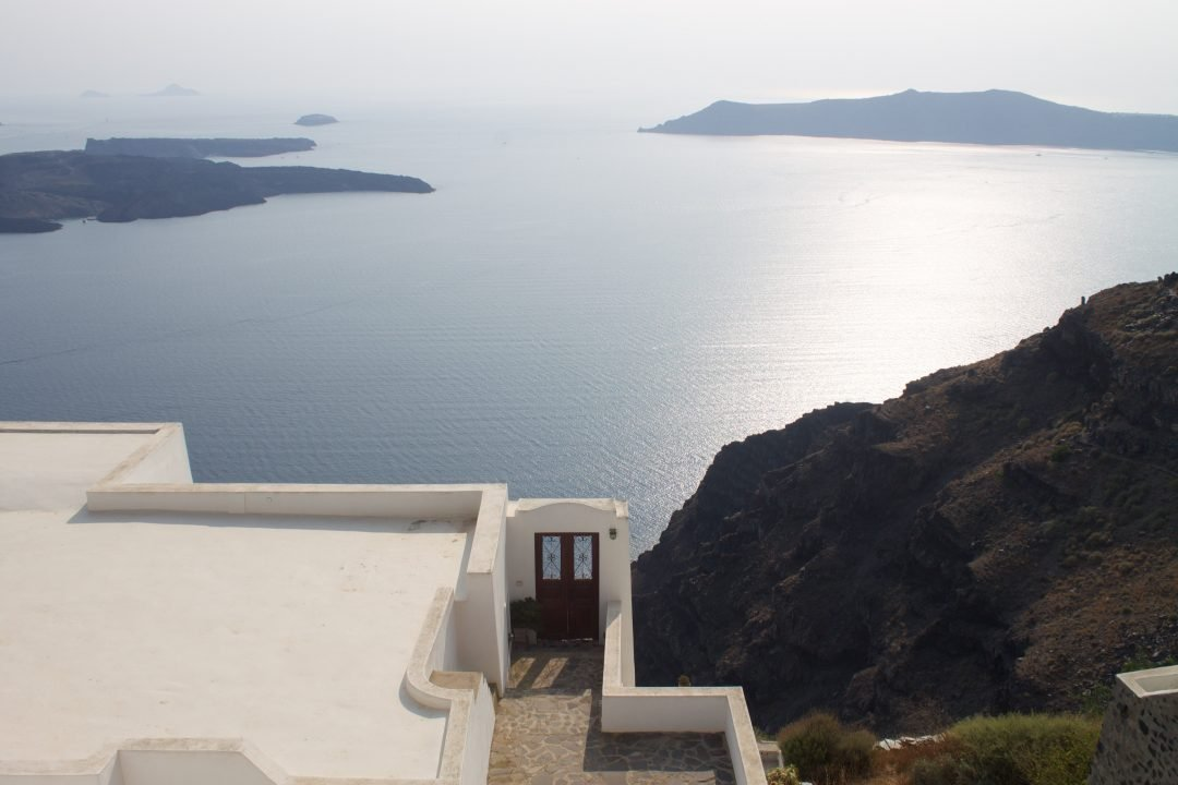 best-place-to-stay-in-santorini-greece