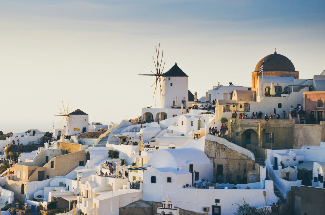 best-places-to-stay-in-santorini-oia-greece