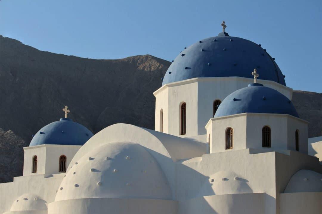 top-hotels-in-santorini-greece-perissa